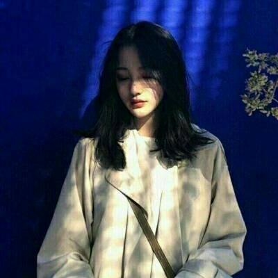 女生可爱甜美户外清爽头像.jpg