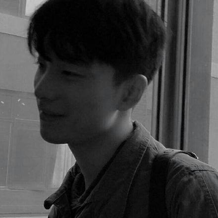 黑白光影男生头像6.jpg